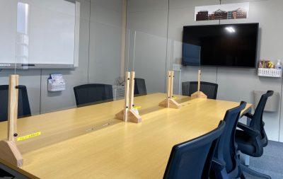 会議室アクリルパネル